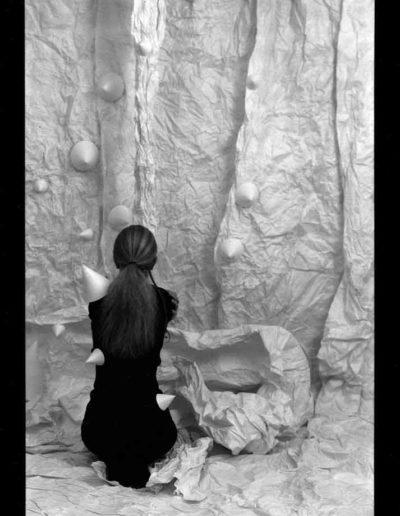 1987 Eugeniusz Józefowski, Aranżacje z modelką, fotografia na negatywach 10 x 15 cm 02