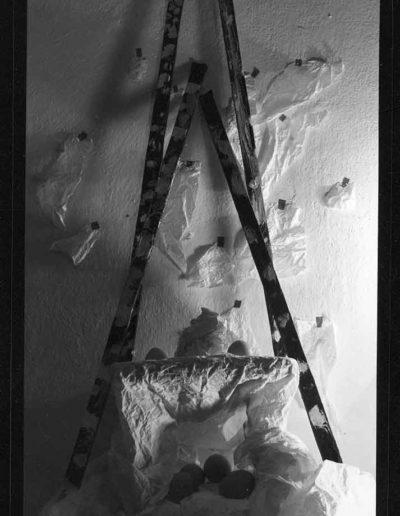 1988 Eugeniusz Józefowski, Aranżacje z listewkami, Instalacje osobiste, fotografia na negatywach 10 x 15 cm 03