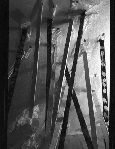 1988 Eugeniusz Józefowski, Aranżacje z listewkami, Instalacje osobiste, fotografia na negatywach 10 x 15 cm 05