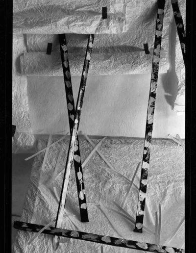 1988 Eugeniusz Józefowski, Aranżacje z listewkami, Instalacje osobiste, fotografia na negatywach 10 x 15 cm 06