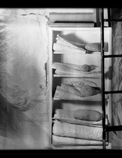 1995 Eugeniusz Józefowski, Instalacje osobiste aranżowane na Gajowej, fotografia negatwowa 13 x 18 cm 03