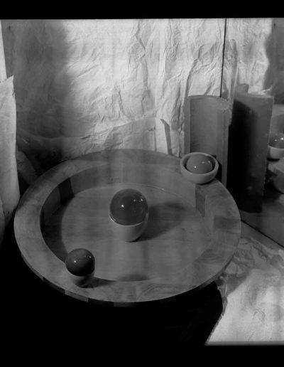 1995 Eugeniusz Józefowski, Instalacje osobiste aranżowane na Gajowej, fotografia negatwowa 13 x 18 cm 04