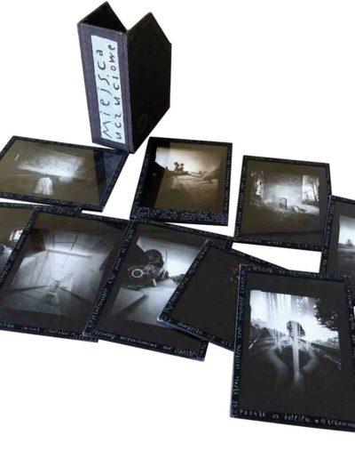 1999 Eugeniusz Józefowski, Miejsca uczuciowe, fotografie zamknięte w szybach i oklejone płótnem introligatorskim, format etui 14 x 19 x 7 cm 03
